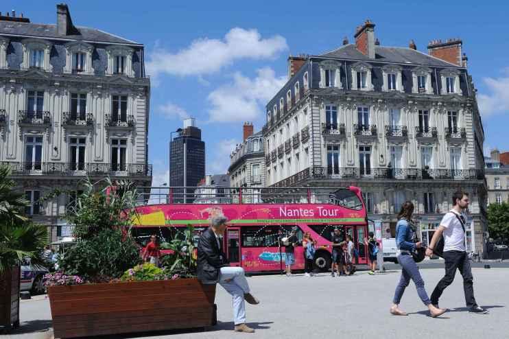 2048x1536-fit_place-saint-pierre-dans-le-centre-de-nantes-illustration-tourisme-immobilier-nantes-loire-atlantique.jpg